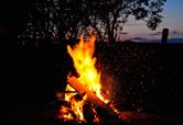 Lagerfeuer und Grillen